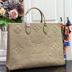 Louis Vuitton empreinte onthego cream